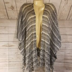 NWT New York & Co Gray/White Shawl